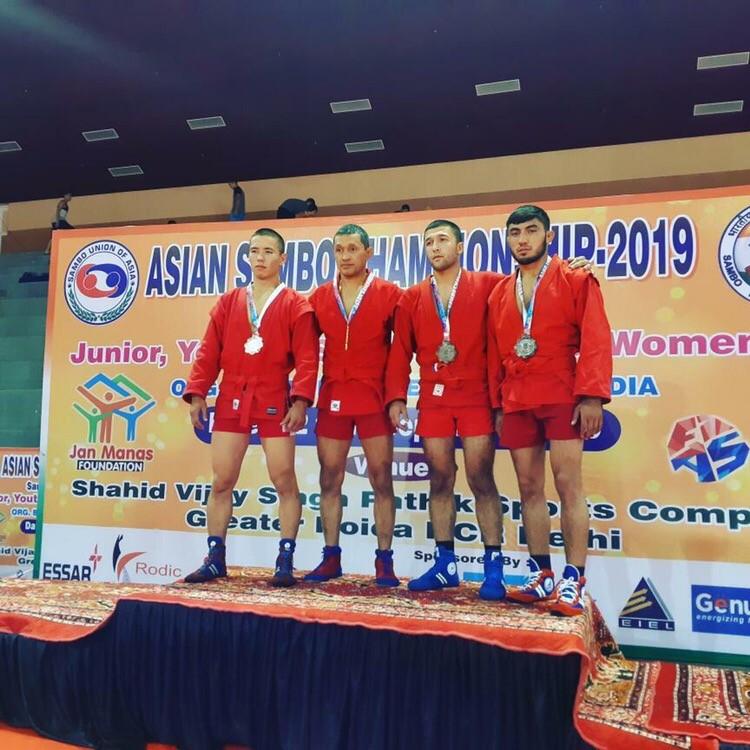 Таджикские самбисты выиграли 11 медалей на чемпионате Азии