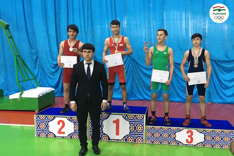 На борцовском ковре в Душанбе