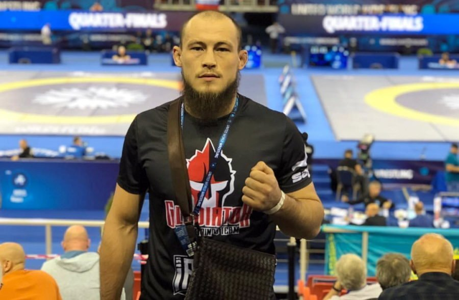 Боец MMA отказался от чемпионского пояса из-за братьев-мусульман