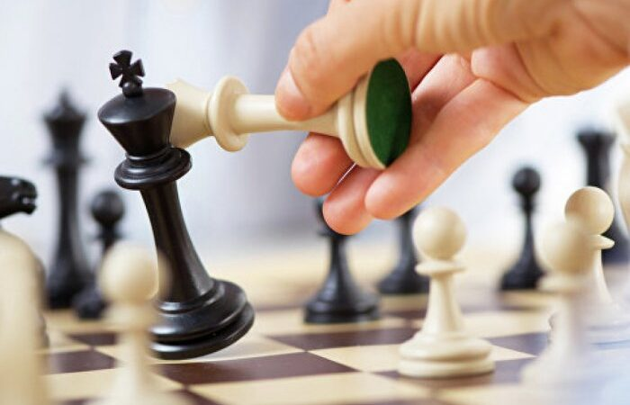 В Душанбе проходит шахматный турнир имени Анвара Назарова
