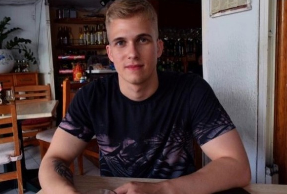 Молодой спортсмен искупался в озере в жару и умер