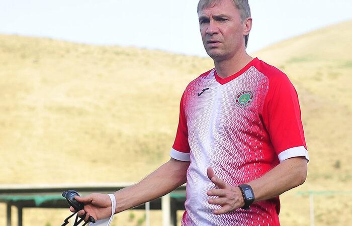 Главный тренер «Истиклола» Левченко сел за парту