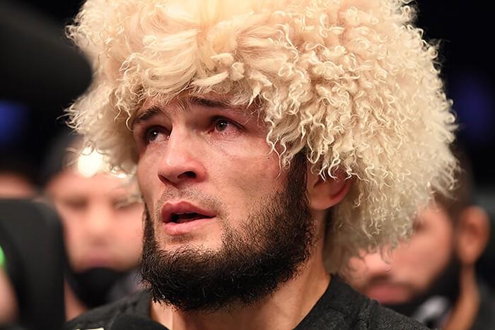 Хабиб уходит непобежденным: мы впервые увидели слезы чемпиона