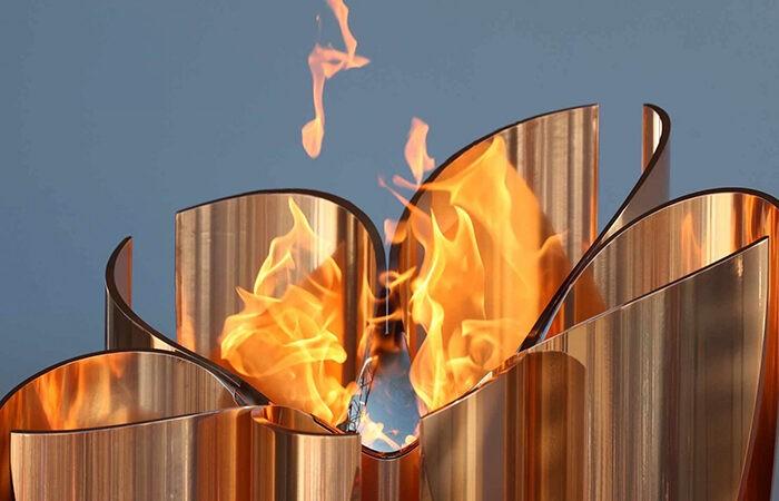В Эстафете олимпийского огня примут участие около 10 000 факелоносцев.