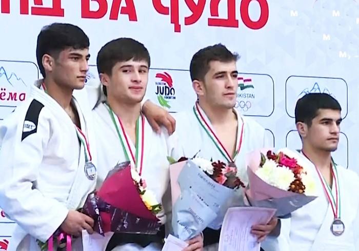 Ғолибони рӯзи якуми чемпионати Тоҷикистон муайян шуданд