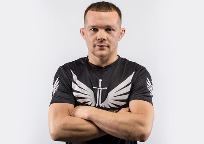 Бой Яна и Стерлинга на UFC 256 перенесен