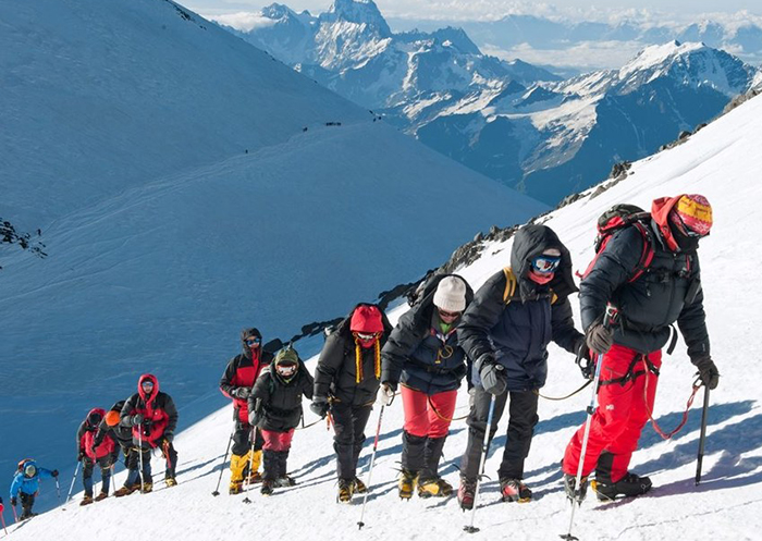 Пять альпинистов погибли при восхождении на Эльбрус