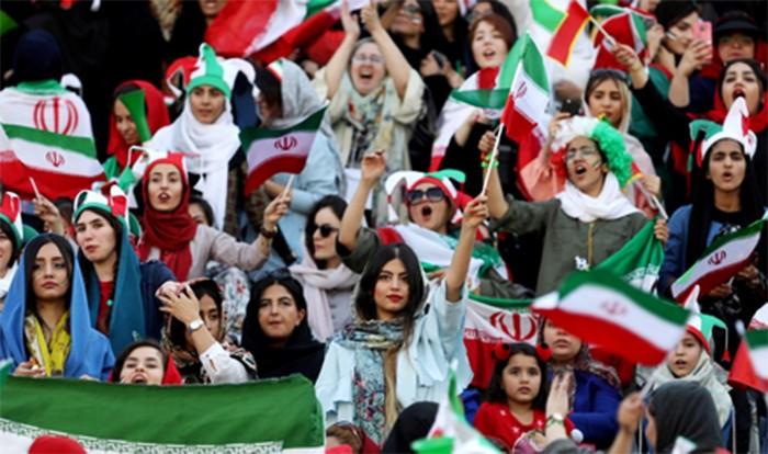 В Иране на футбол снова пустят женщин
